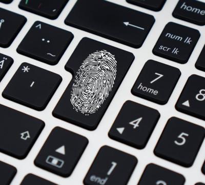 Die digitale Identität der Schweiz – zentral oder dezentral gespeichert?