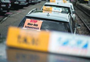 Zürcher Taxifahrer protestieren gegen den Fahrdienst-Anbieter Uber. 17.05.2016 (Tages-Anzeiger/Urs Jaudas)